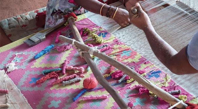 What is the market for handwoven as against machine woven carpets?