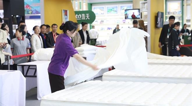 What is the USP of Chinese manufacturers at the fair?