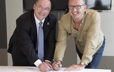 (L-R) Valter Sanches & Nick Beighton sign the 1st GFA; Courtesy: IndustriALL Union