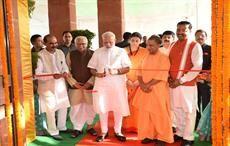 Prime Minister Narendra Modi dedicating the Deendayal Hastkala Sankul to the nation, in Varanasi, Uttar Pradesh on September 22, 2017. Courtesy: PIB