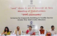 Textiles minister Smriti Irani (Centre) addressing the meeting of stakeholders on Samarth. Courtesy: PIB