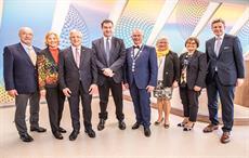 L to R: Wolfram Hatz, Bärbl Sandler, Dr. Christian Heinrich Sandler, Dr. Markus Söder, Hans-Peter Baumann, Dr. med. Martina Presch, Ellen Ebbinghaus, Dr. Oliver Bär; Pic: Sandler AG