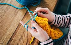 Global export of knit accessories slightly declines