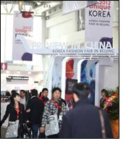 Exhibition of Korean fashion clothing in China