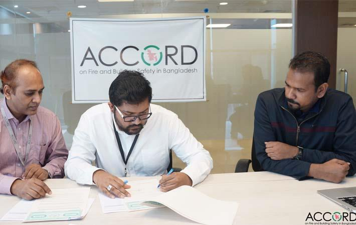 Representatives of Ayesha Enterprise Ltd and Accord signing the funding agreement. Courtesy: Accord