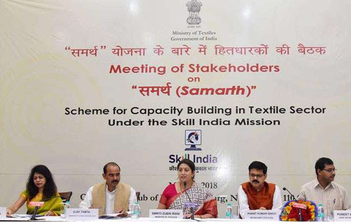 Textiles minister Smriti Irani (Centre) addressing the meeting of stakeholders on Samarth. Courtesy: PIB