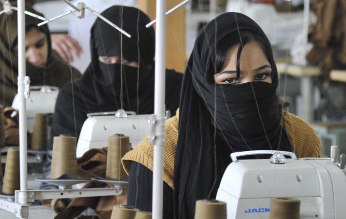 Pakistani senators concerned over textile sector decline