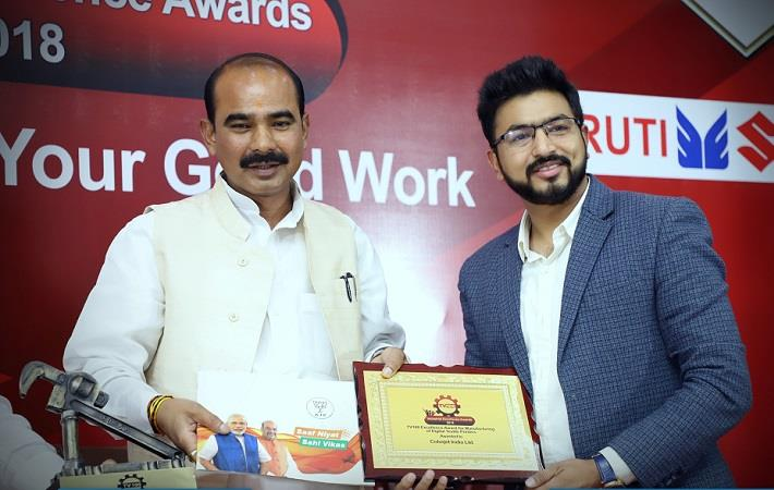 Smarth Bansal (right), senior product manager at ColorJet India receiving the award from Union minister of state for textiles Ajay Tamta. Courtesy: Colorjet India