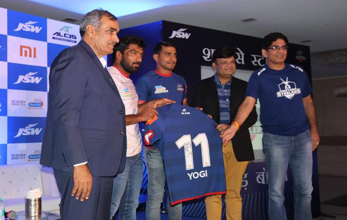 (l-r) Rambir Singh, Yogeshwar Dutt, Surender Nada, Roshan Baid and Ravish Nanda ; Courtesy: Alcis Sports