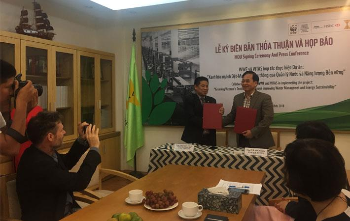 The signing between WWF Vietnam and VITAS ; Courtesy: WWF Vietnam