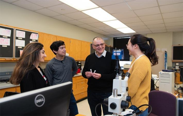 Igor Luzinov (2nd from right) with students in his lab at Clemson University. Pic: Clemson University