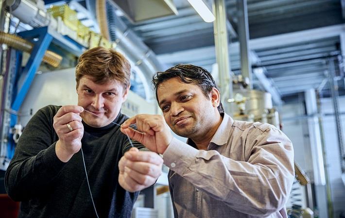Scientist Pavan Manvi, RWTH Aachen University (right) and Covestro researcher Dr. Jochen Norwig