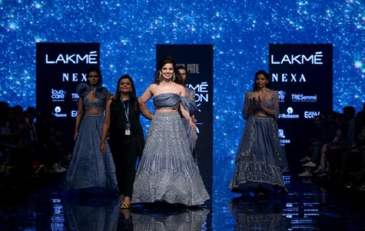Kangana Ranaut walking for Disha Patil at Lakme Fashion Week WF 2019. Pic: LFW