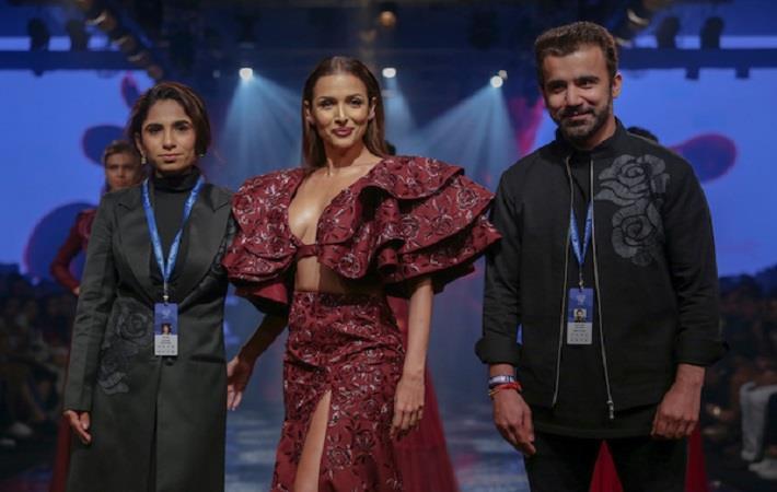 Malaika Arora Khan walking for Diyarajvvir at Lakme Fashion Week WF 2019. Pic: LFW