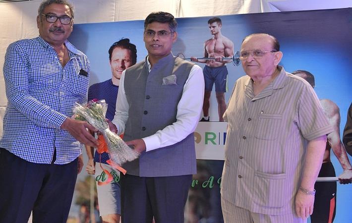 From L to R: Raju Magan, Distributor, Neva Garments; Gunjan Sharma, CMO – Polyester Business, RIL and Komal Jain, Chairman, Duke Group; Pic: RIL