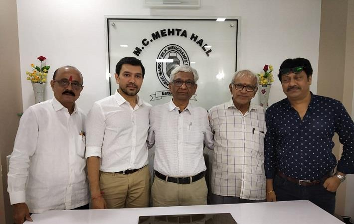 Narendra Mehta (centre) with other newly elected officials of Shree Market Silk Merchants