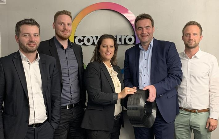 Segment Manager Lisa Ketelsen (centre) and Arne Böttcher (right) of Covestro, Dirk Punke (2nd right), MD of BÜFA Thermoplastic Composites, and his colleagues Florian Jansen (left) and Christian Naber.