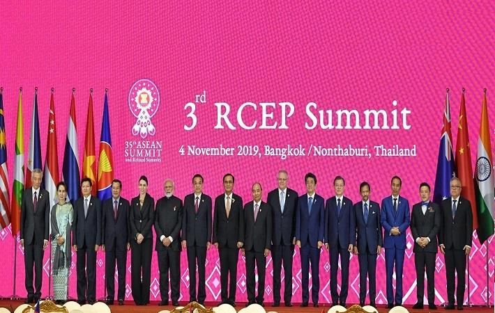 Prime Minister Narendra Modi with other leaders at the 3rd RCEP meet in Bangkok, Thailand. Pic: PIB