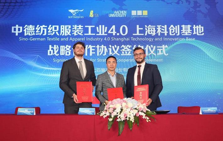 (From L-R)Alexander Lüking (ITA), Shaoxiong Zhou (Septwolves) and Dr. Robert Brüll (ITA) with the cooperation agreements, Pic: Septwolves