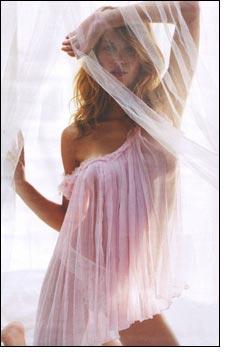 Sizzling Gisele Bundchen plans lingerie range
