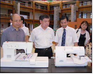 Delegation visits Feiyue to assess patents & trademarks