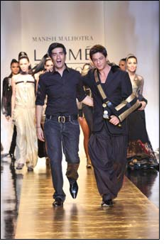 King Khan swings on ramp with sling for Manish Malhotra
