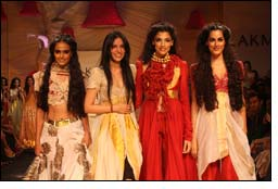 10th LFW finale winds up with Anamika's Bridal Sutra Collection