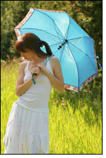 MD Anderson encourages women to use parasols for sun safety