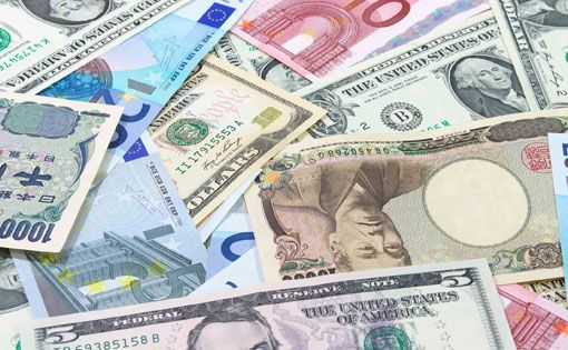 Monetary Policy and the U.S. Dollar