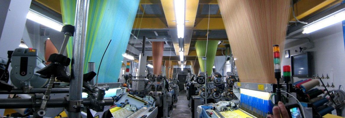 Textile looms Weaving at Top Speed Again