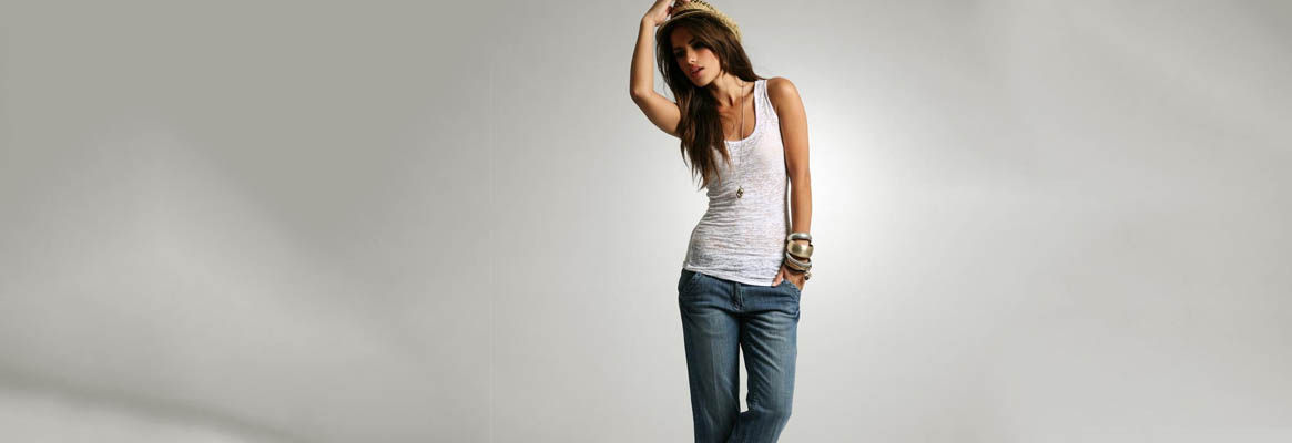 Types of Women's Casual Clothing to Dress in Style