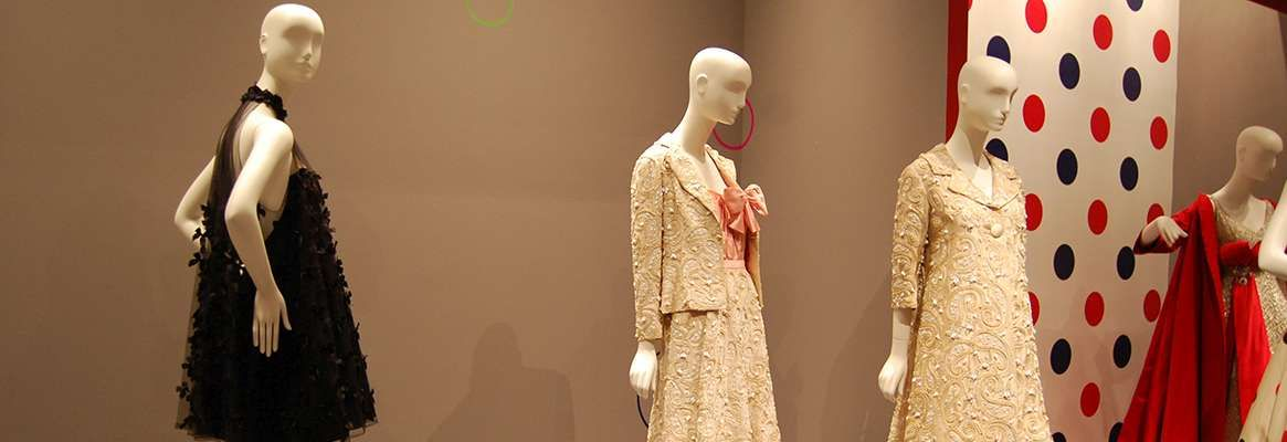 Exposing clothes : freedom of fashion or indiscipline in society