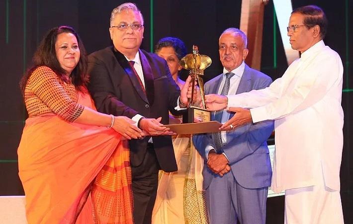 Brandix directors Ranga Ranmadugala and Dave Ranasinghe (L to R) accepting the award from President Maithripala Sirisena. Pic: Brandix